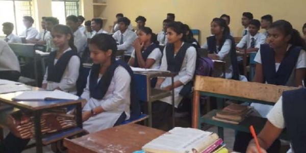 दुमका: राजकीय शोक के बावजूद खुला रहा जवाहर नवोदय विद्यालय, भाजपा नेताओं ने कराया बंद