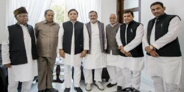 BSP के पूर्व सांसद कमला प्रसाद सहित कई नेता सपा में शामिल