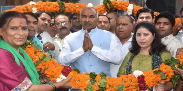 भाजपा कार्यकर्ताओं ने खेल मंत्री अरविंद पांडे को किया सम्मानित