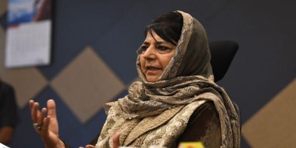 इमरान ने किया मोदी को फोन: महबूबा बोलीं, 'मुद्दों के समाधान के लिए बातचीत ही एकमात्र रास्ता'