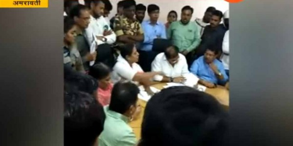 महाराष्ट्र में कांग्रेस MLA ने खोया आपा, भरी मीटिंग में अफसरों को देने लगीं गाली