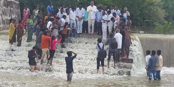 Harish Rao celebrates with Poreddypally villagers