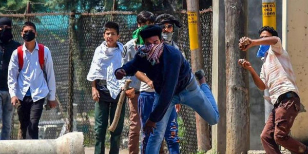 Fewer stone-pelting cases in Kashmir under central rule