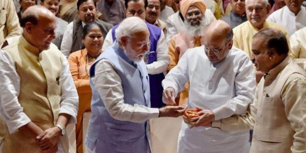 पीएम नरेंद्र मोदी ने सांसदों को कराया नाश्ता, यूपी में की गई मेहनत के लिए की तारीफ, कहा- तबादले-पोस्टिंग से दूर रहें