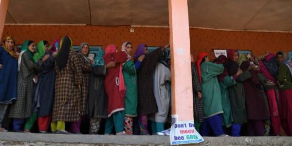 जम्मू-कश्मीर में सोमवार से बहाल होंगी पोस्टपेड मोबाइल सेवाएं