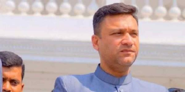 Akbaruddin Owaisi returns home to Hyderabad