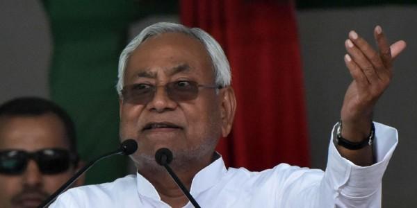 नीतीश कुमार का महिलाओं को नसीहत, कहा- 'घर के मर्द आपके हिसाब से वोट देकर आए तभी खाना दें'