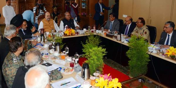 जम्मू कश्मीर के दौरे पर अमित शाह, सुरक्षा बलों से कहा- आतंकी फंडिंग के खिलाफ करें कड़ी कार्रवाई