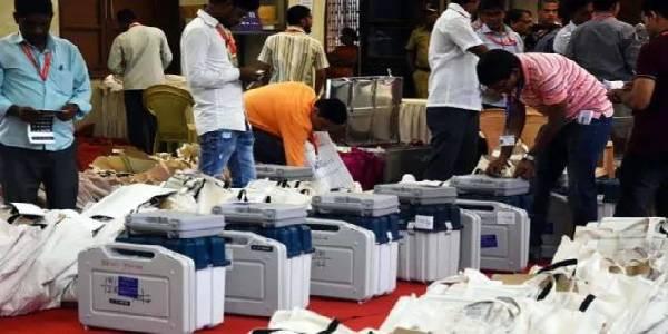 यूपी-बिहार की 16 सीटों पर उपचुनाव, माना जा रहा है आगामी चुनावों का सेमीफाइनल