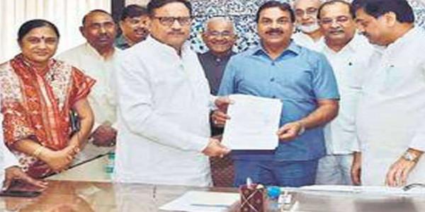 राहुल की उम्मीदवारी पर 30 नेताओं के सूचक हस्ताक्षर