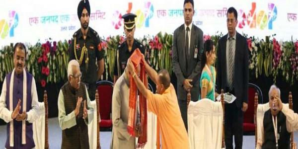 राष्ट्रपति रामनाथ कोविन्द के स्वागत के दौरान आराम से बैठे रहे कैबिनेट मंत्री सत्यदेव पचौरी