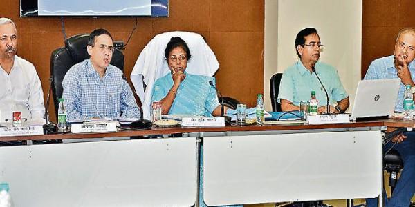 मंत्री डॉ लुईस मरांडी ने विभाग के अधिकारियों से कहा, सहायिका-सेविका को मानदेय मिलने के बाद ही लें तनख्वाह
