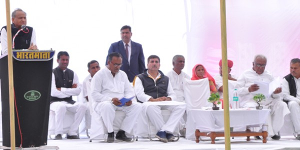 chief-minister-ashok-gehlot-addressed-the-villagers-in-ranasar