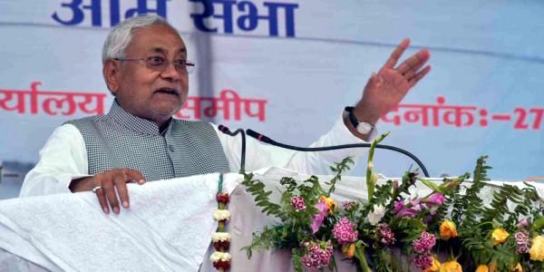 साध्वी प्रज्ञा ने गोडसे को बताया राष्ट्रभक्त, CM नीतीश बोले- 'ऐसे बयान कतई बर्दाश्त नहीं करेंगे'