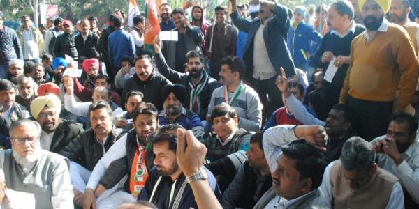 Cong leaders slam Modi, Kirron Kher