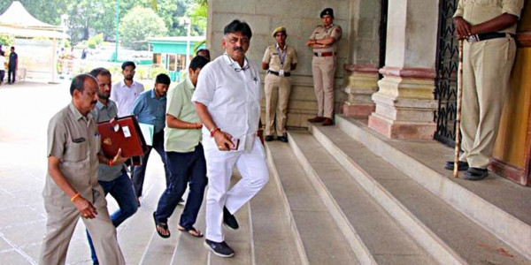 ED Carries Out Raid at Shivakumar's Associate Hanumanthaiah's House