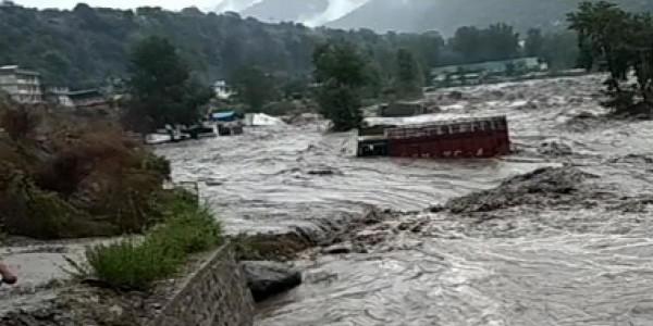 हिमाचल में बारिश से 43 लोगों की मौत, मुख्यमंत्री बोले- हालात सुधर रहे