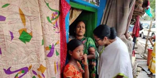 लोकसभा चुनाव के बाद फिर से जिला दौरा पर ममता बनर्जी, बस्ती की बदहाली पर भड़कीं ममता