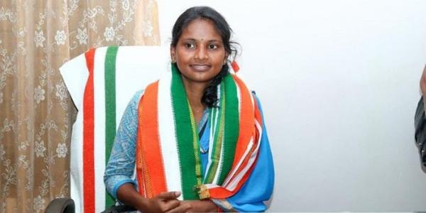 केरल की अपनी एकमात्र महिला सांसद के लिए चंदा इकट्ठा कर कार खरीदेगी युवा कांग्रेस
