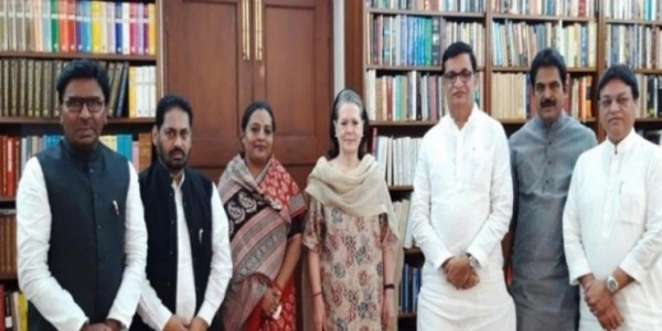 Maharashtra Congress leaders meet Sonia Gandhi to discuss flood situation