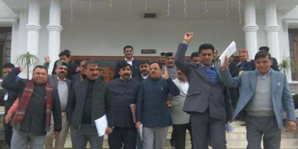Himachal Assembly Winter Session, इन्वेस्टर्स मीट पर चर्चा की मांग को लेकर कांग्रेस का वाकआउट