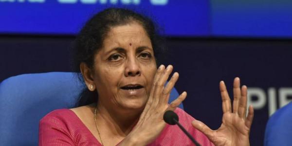 निर्मला सीतारमण ने कहा- मनमोहन सिंह के समय नेताओं के फोन कॉल पर बांटे गए लोन