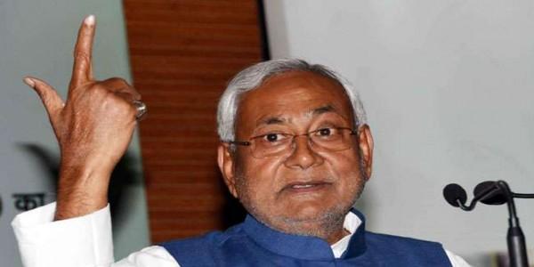 जब सीएम नीतीश कुमार को कनपटी पर बंदूक भिड़ाकर किया गया था गिरफ्तार, जानें