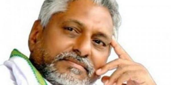 'KCR should curb political corruption too'