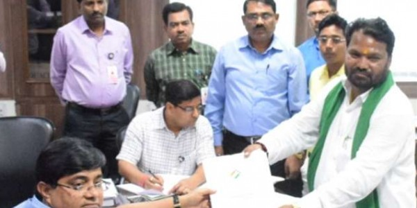 jmm-candidate-jagarnath-mahto-filled-the-nomination-papers-from-giridih
