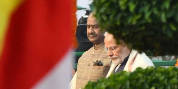 PM मोदी ने भारत के लौह पुरुष को दी श्रद्धांजलि