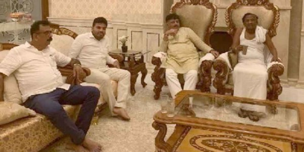 Shivakumar meets rebel Congress MLA Nagaraj in Bengaluru, asks to reconsider resignation