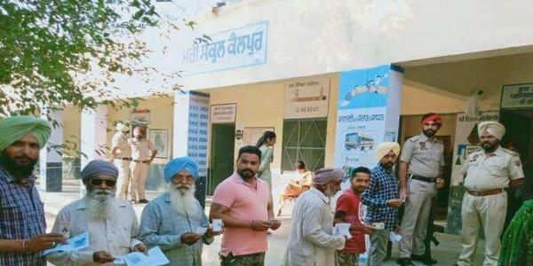 Punjab By Election: दाखा में पोलिंग बूथों पर सुबह से ही लगी लाइनें, नौ बजे तक 6.54% वोटिंग
