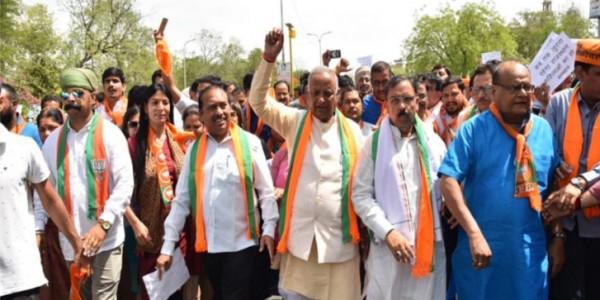 दलित एवं महिलाओं पर अत्याचार के विरोध में भाजपा का धरना प्रदर्शन, राज्यपाल को सौंपा ज्ञापन