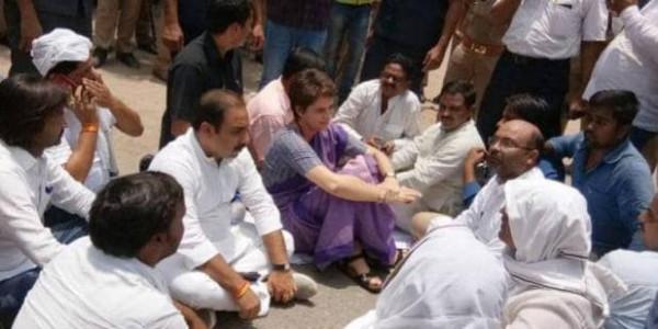 फिर धरने पर बैठीं प्रियंका गांधी, बोलीं- पीड़ितों से मिले बिना नहीं जाऊंगी