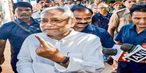 इतने ज्यादा चरणों में नहीं हो चुनाव, बुलायी जाये सर्वदलीय बैठक : नीतीश कुमार