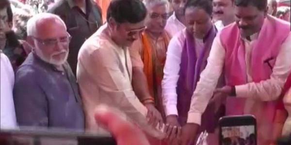 ममता के MLA ने की गणेश पूजा, चीफ गेस्ट बने BJP प्रदेश अध्यक्ष दिलीप घोष