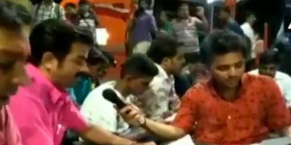 पश्चिम बंगाल में BJP का विरोध प्रदर्शन, सड़क पर बैठ किया हनुमान चालिसा का पाठ