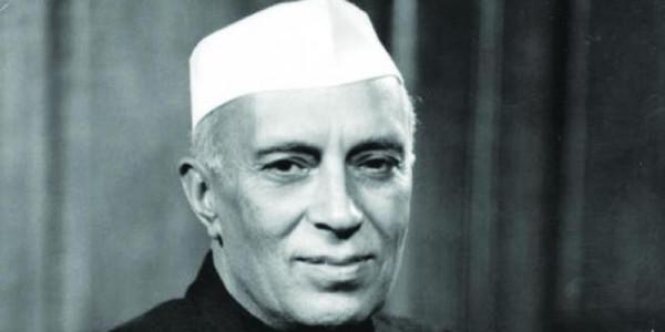 कश्मीर पर नेहरू को विलेन बनाना कितना सही