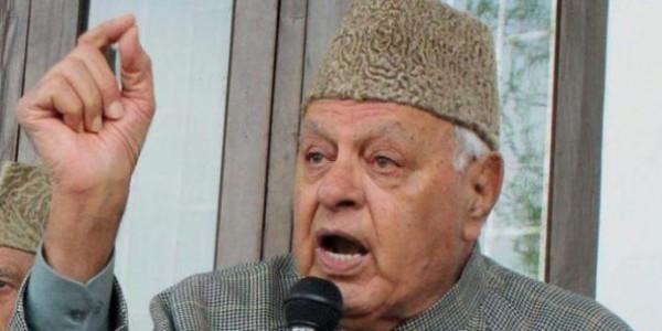 "Farooq Abdullah holds ""Chai Pe Charcha"" in BJP bastion Jammu"