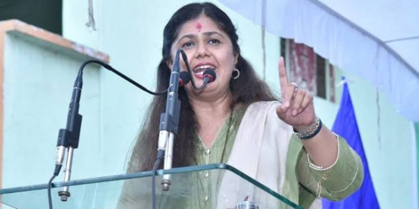 Fadnavis Should Take Responsibility of Party's Defeat in Election: Pankaja Munde
