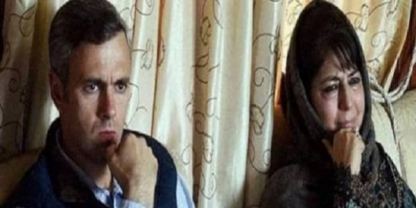 जम्मू-कश्मीरः छिन सकता है महबूबा और उमर अब्दुल्ला से सरकारी बंगला