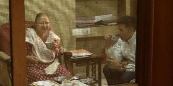 पूर्व लोकसभा स्पीकर सुमित्रा महाजन से उनके घर पर मिलने पहुंचे खेल मंत्री जीतू पटवारी