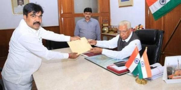 एक और MLA ने छोड़ा कुमारस्वामी का हाथ, BJP का आंकड़ा पहुंचा 107