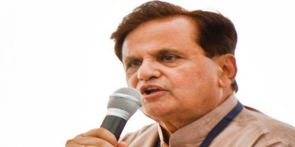 चिंता की बात नहीं: कांग्रेस नेता अहमद पटेल ने उद्धव ठाकरे से कहा