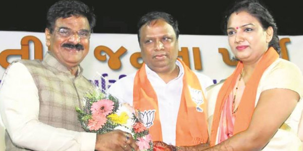 Gujarat elections: Shiv Sena in fray but party minister bats for BJP