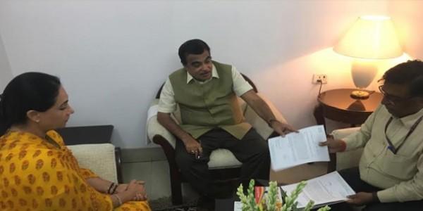 संसदीय क्षेत्र राजसमंद की सड़क समस्याओं से कराया अवगत