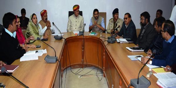 सरकारी नीतियों और फैसलों की क्रियान्विती सुनिश्चित करावें: डॉ. कल्ला