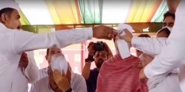 हरियाणा में हुआ 'नेहरू टोपी' का अनादर, पूर्व सीएम ने तो कुछ पल में ही सिर से उतार दी
