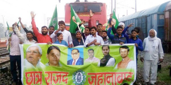 rjd-activists-stop-train-for-bharat-bandh