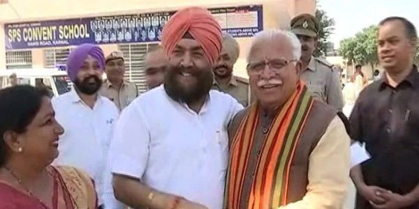 ML Khattar Shares Light Moment With Congress Rival On Polling Day